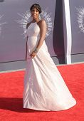 LOS ANGELES - AUG 24:  Kelly Rowland arrives to the 2014 Mtv Vidoe Music Awards on August 24, 2014 in Los Angeles, CA