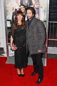 NEW YORK, NY - APRIL 5: Zoe Buckman und David Schwimmer die New-York-Premiere von
