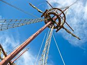 picture of galleon  - Mainmast of a Spanish galleon with his scales and sails - JPG
