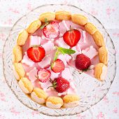 Strawberry And Marshmallow Yogurt Cake
