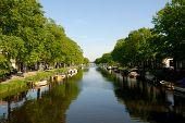 Kanaal met boten In Nederland