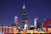 CHICAGO, IL - 1 de OCT: Torre Willis cerca de 01 de octubre de 2011 en Chicago, Illinois. Willis Tower kno