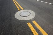 foto of trapezoid  - yellow double solid line on the road - JPG