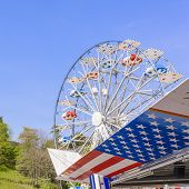 pic of ferris-wheel  - Symbols of the USA flag and Ferris wheel - JPG