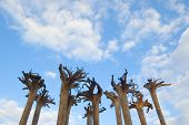 Abstrakte Installation - Wurzeln der Bäume