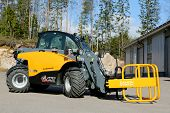 Giant 4548 Tendo Telehandler With Bale Clamps