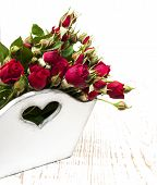 pic of backround  - Wooden box with red roses on a wood backround - JPG
