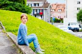 foto of pullovers  - Fashion portrait of a pretty little girl of 7 years old - JPG