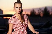 Beautiful Woman on schwarz Cabrio