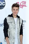 LAS VEGAS - MAY 20:  Justin Bieber arrives at the 2012 Billboard Awards at MGM Garden Arena on May 20, 2012 in Las Vegas, NV