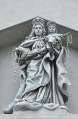 Monumento de cemento de Cristo de Madonna