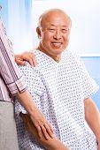 Cuidados de saúde asiáticos sênior