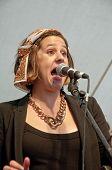 Chor der Universität von Exeter-Soul-Sängerin führen live auf der Weltbühne der Gemeinschaft