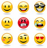 Feliz, triste, com raiva, em faces de amor de emoticon.