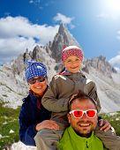 Familie auf Mountain trek Tre Cime di Lavaredo