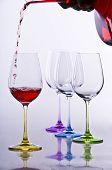 vasos de vino con decantador