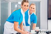 pic of catering  - Caterer preparing business lunch in office - JPG