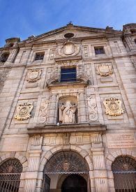 picture of swallow  - Convento de Santa Teresa Facade Statue Swallows Avila Castile Spain - JPG