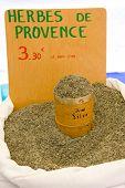 bewährte? al Gewürze, Straßenmarkt in Castellane, Provence, Frankreich