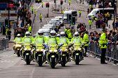 16. September Edinburgh, Schottland, uk: Papst Benedikt Xvi Fahrzeugkolonne Reisen von Edinburgh Flughafen t