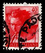 Italia-CIRCA 1961:A sello impreso en Italia muestra imagen del Profeta Daniel es uno de los siete antiguos