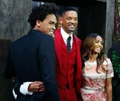 NOVA YORK - 29 de maio: (L r): Trey Smith, Will Smith e Jada Pinkett Smith assistem a estréia de