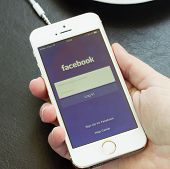 loging in Facebook app