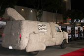 LOS ANGELES - NOV 3:  Mutt Cutts Van at the Dumb and Dumber To Premiere at the Village Theater on November 3, 2014 in Los Angeles, CA
