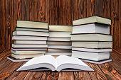 muchos libros sobre el blanco
