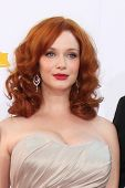 LOS ANGELES - 23 de setembro: Christina Hendricks chega 2012 Emmy Awards, no Nokia Theater em Septe