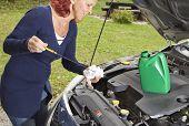 Comprobación de nivel de aceite en el vehículo