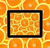 Orange auf Tablet Computear Bildschirm