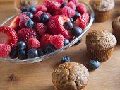 Vers fruit muffins met organische bessen