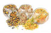 Glas Gläser mit verschiedene Getreide (Linsen, Reis, teilen Sie bitte)