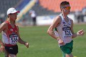 Donezk, UKRAINE - 13. Juli: Toshikazu Yamanishi, Japan (links) und Nathan Brill, Australien, konkurrieren
