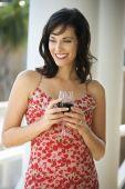Mujer beber vino tinto
