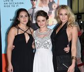 LOS ANGELES - JUN 23:  Hunter King, Joey King & Kelli King arrives to the