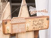 Sweet Home Wooden Decoration With Bee And Daisy
