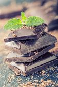 ������, ������: Chocolate Black chocolate A few cubes of black chocolate with mint leaves