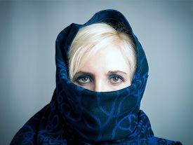 image of yashmak  - Blonde girl in a blue - JPG
