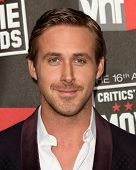 LOS ANGELES - 14 de JAN: Ryan Gosling chega no XVI anual