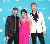 LAS VEGAS - APR 18:  Lady Antebellum arrives at the 45th Academy of Country Music Awards  on April 18, 2010 in Las Vegas, NV