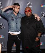 LOS ANGELES - MAR 15:  Adam Levine & Cee Lo Green arrive to the Press Junket for