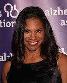 LOS ANGELES - MAR 16:  Audra McDonald arrive at the 19th Annual