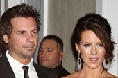 LOS ANGELES - FEB 21:  Len Wiseman, Kate Beckinsale arrive at the 14th Annual Costume Designers Guil