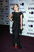 LOS ANGELES - DEC 16: Elisha Cuthbert, die Ankunft der VH1 Divas Konzert 2012 im Shrine Auditorium o