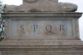 foto of spqr  - A statue with the famous SPQR  - JPG