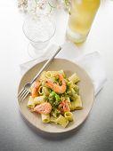 pasta with shrimp and pesto sauce