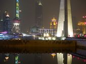der Bund (Wai tan) in der Nacht in shanghai china