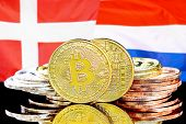 Concept For Investors In Cryptocurrency And Blockchain Technology In The Denmark And Netherlands. Bi poster